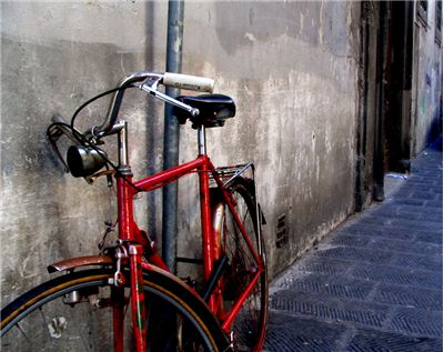 Picture Of Old Red Bicycle